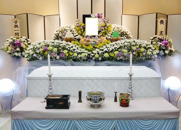 家族葬とは~一般的な流れと参列者の範囲~
