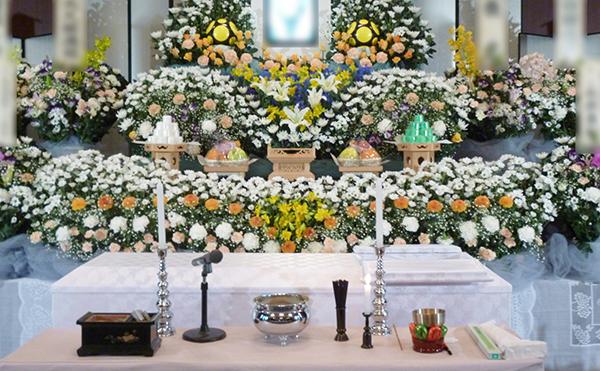 故人様の個性を大切にお見送りする「花祭壇」とは