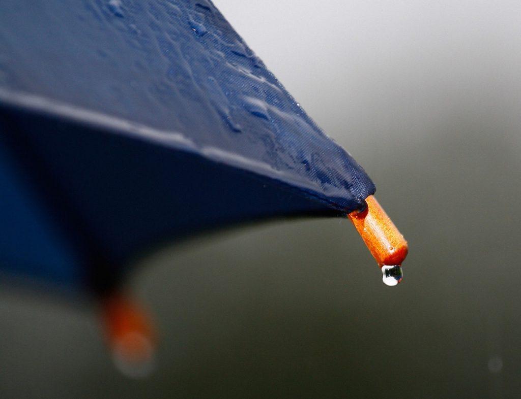 【梅雨時期のお葬式】雨具・服装で気をつけることは?